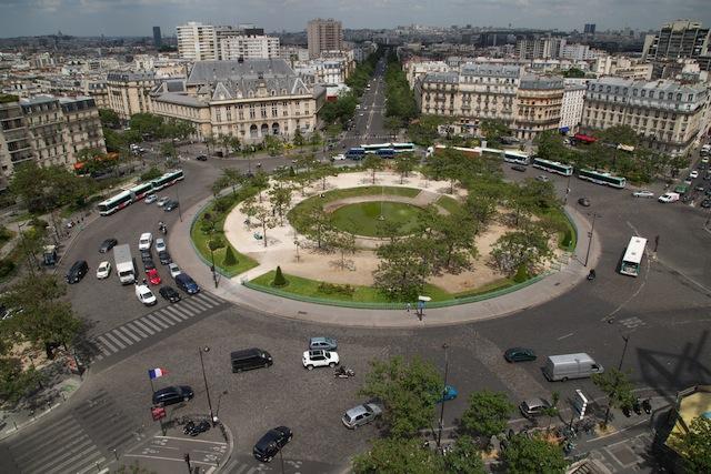 Paris fait de la place sur ses places