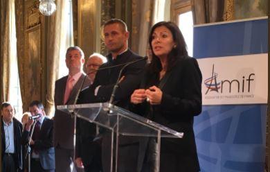 L'Association des Maires d'Ile-de-France présente des vœux …embarrassés