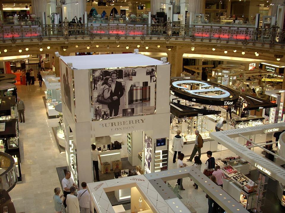 Ouverture dominicale à Paris : quel bilan pour les commerçants ?