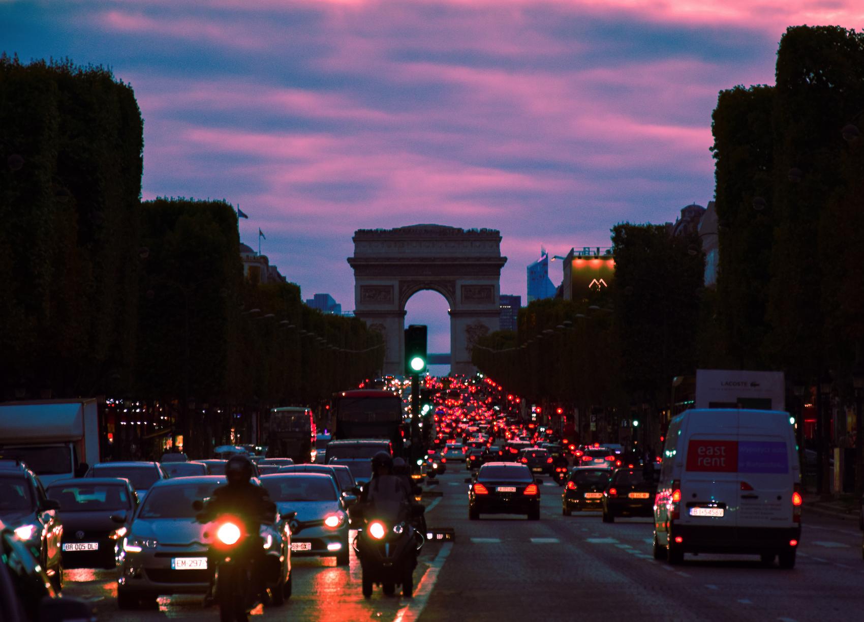 Pollution de l'air : le gouvernement sous pression renforce les ZFE